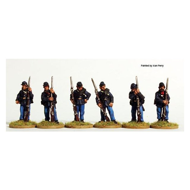 Union Infantry standing, sack coats